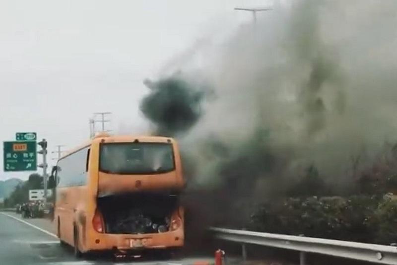 關鍵42人潮汕團 旅遊巴起火無人傷