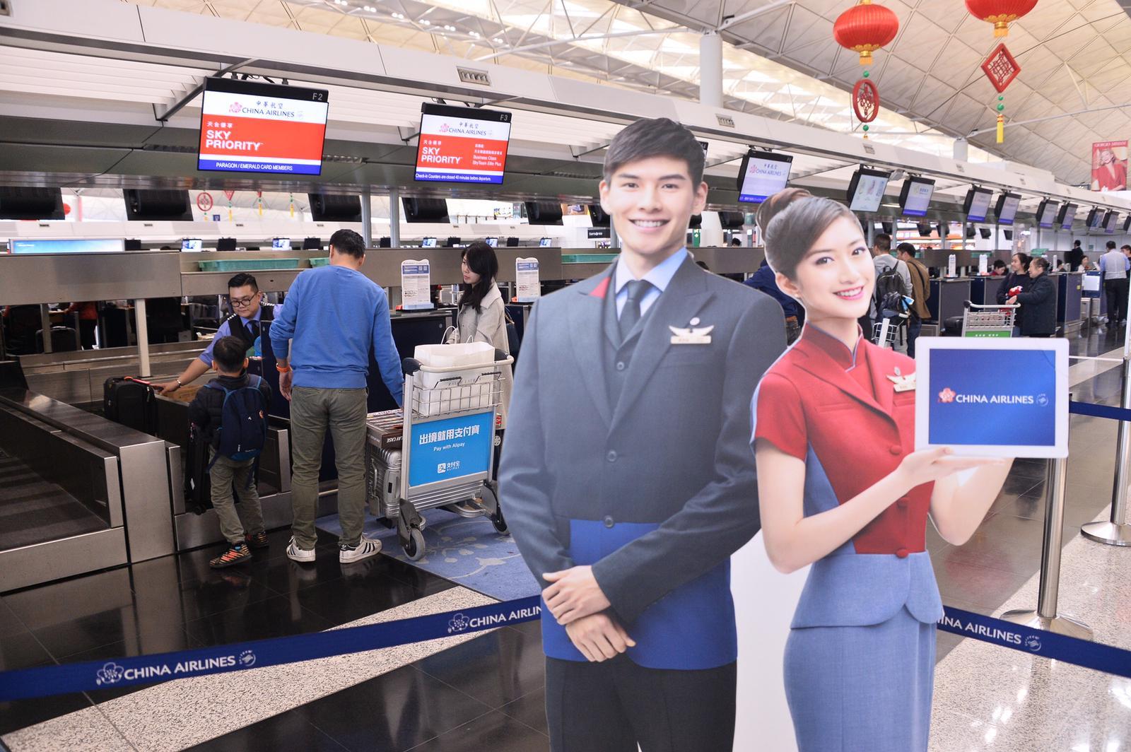 受影響乘客到機場華航櫃枱查詢。