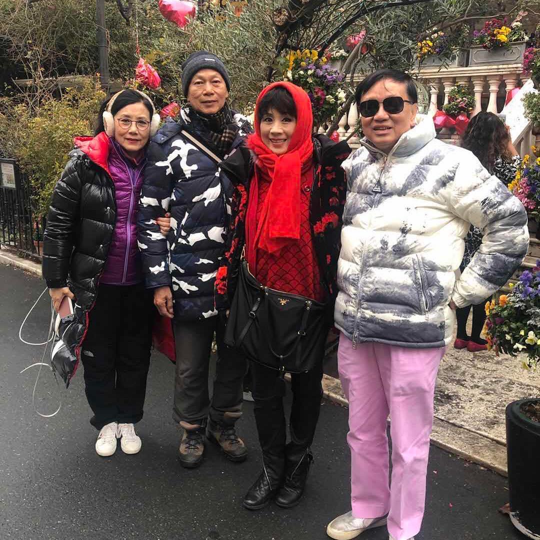 兩夫妻與一班朋友到日本過年。汪明荃IG