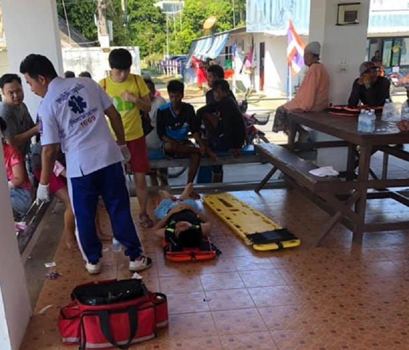 傷者獲救上岸。新華社圖片