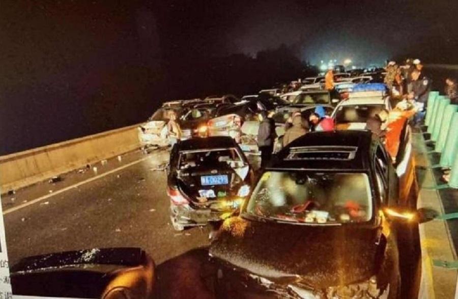 貴州石阡百多輛車相撞2人死亡。網上圖片