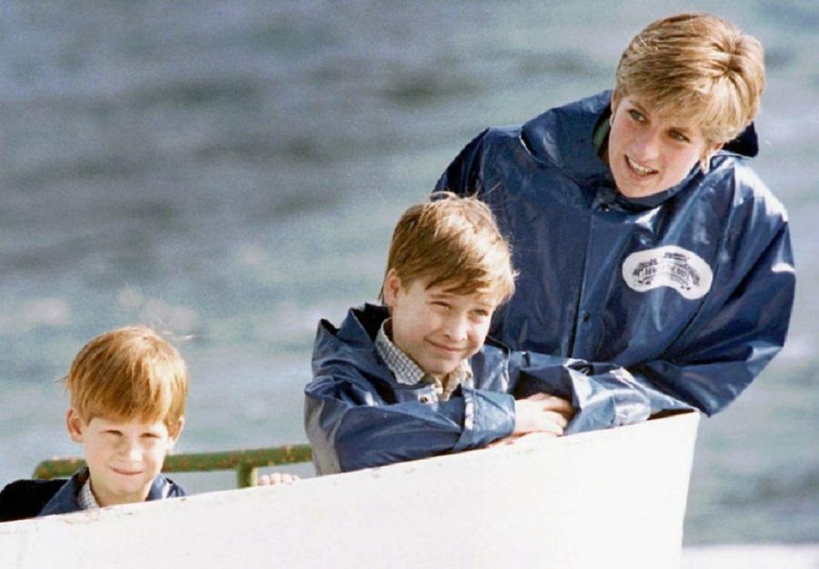 戴安娜王妃與童年時的威廉及哈里出遊。AP圖片