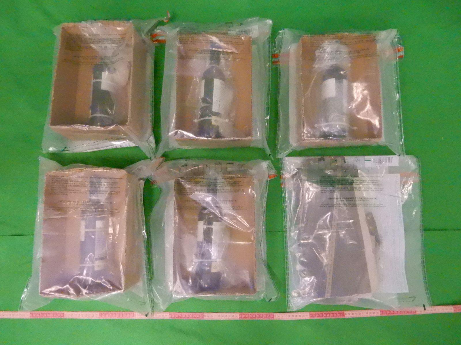 海關檢獲約4公斤懷疑液態可卡因。政府新聞處圖片