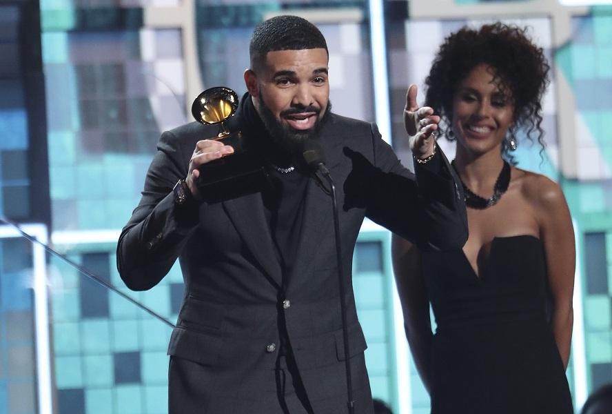 Drake獲頒最佳饒舌歌曲,但在台上批評格林美,大會即去廣告。AP