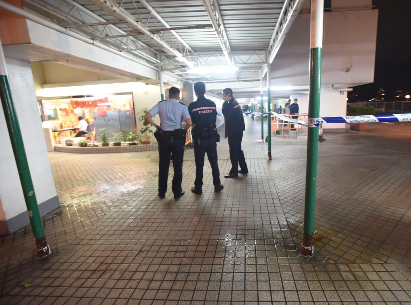 警方及消防正在場調查事件。