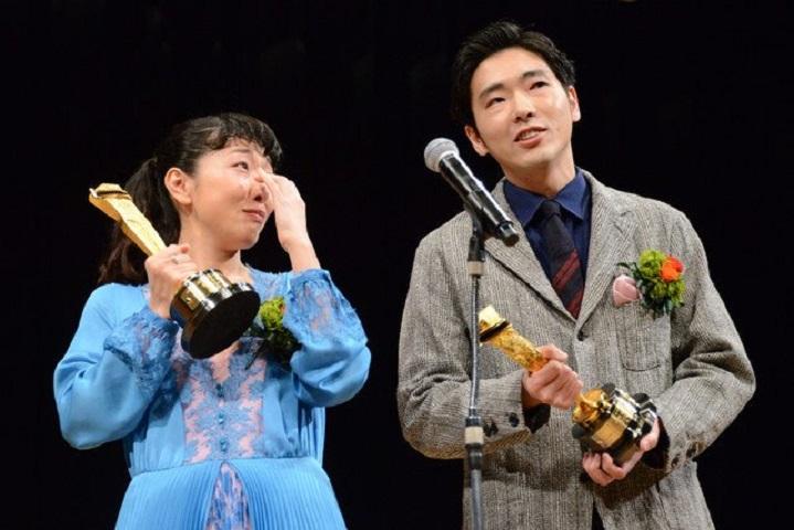 安藤櫻與丈夫柄本佑齊齊封影帝影后,她高興得爆喊。