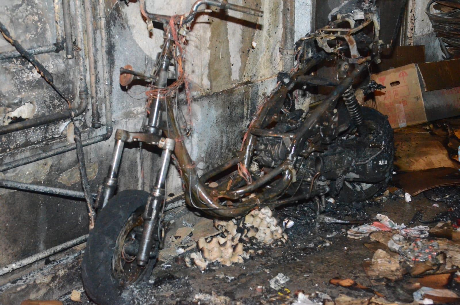 電單車燒剩支架。蔡楚輝攝