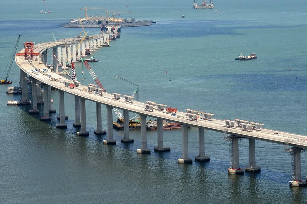 路政署早前證實,港珠澳大橋香港接線工程有過萬份「檢查及測量申請表格」未按時提交。 資料圖片