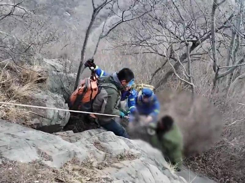 男子除夕爬山墜崖初六獲救。(網圖)