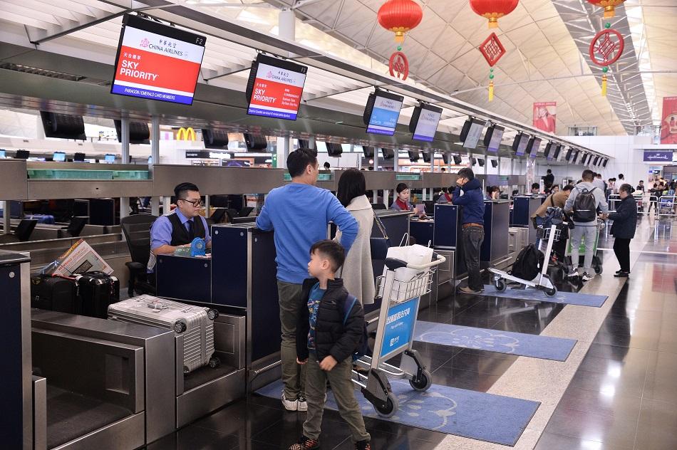 中華航空今日有6班來往香港台灣航班取消。資料圖片