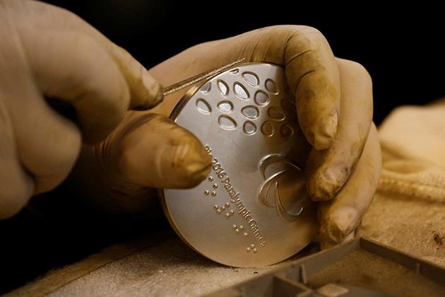 東京奧運回收電子廢料做獎牌。AP