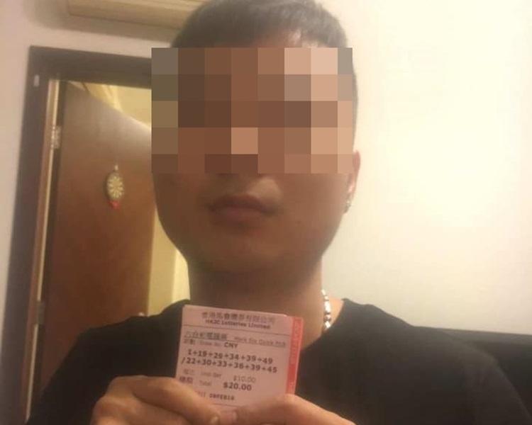 黑衣男手持的彩票上日期模糊不清。「盡在元朗<<元朗區交通>>」facebook群組/Suu Yair Long 圖片