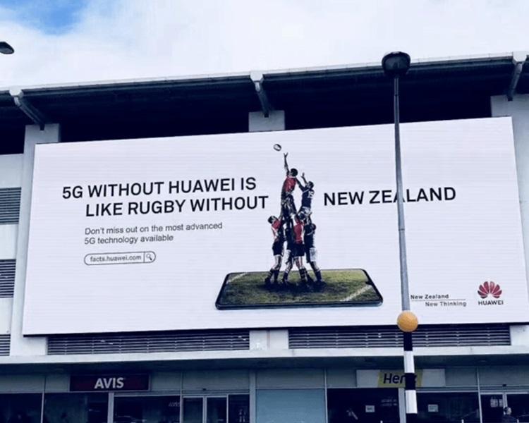 華為還在新西蘭市內刊登大型橫額廣告。網圖