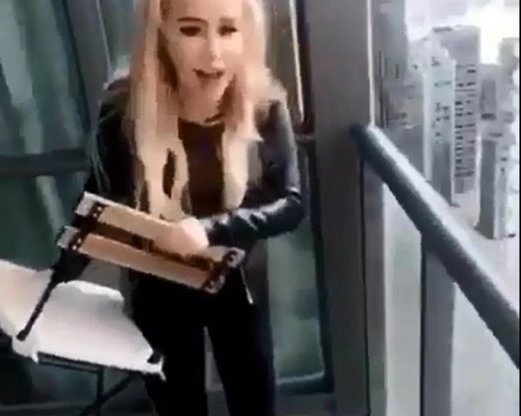 少女从45楼高的单位掷椅。影片截图