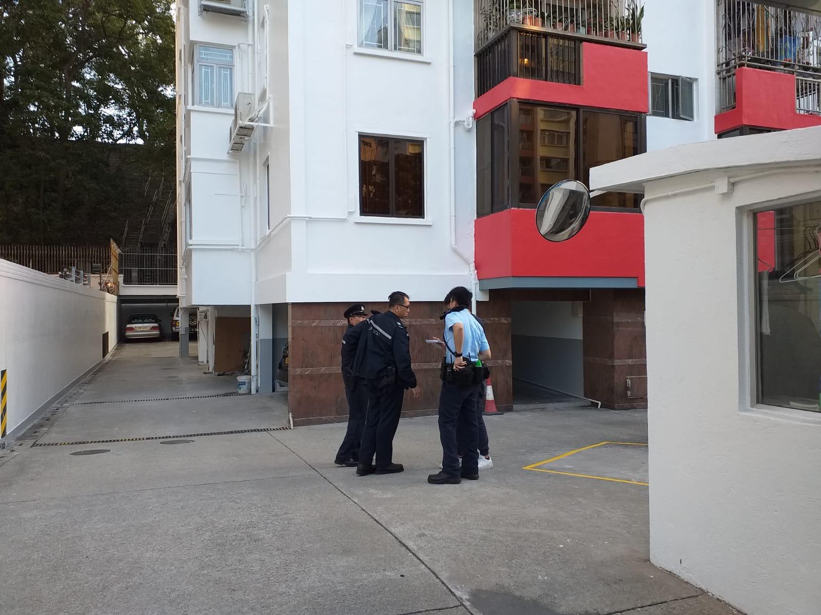 警員接報到場調查。