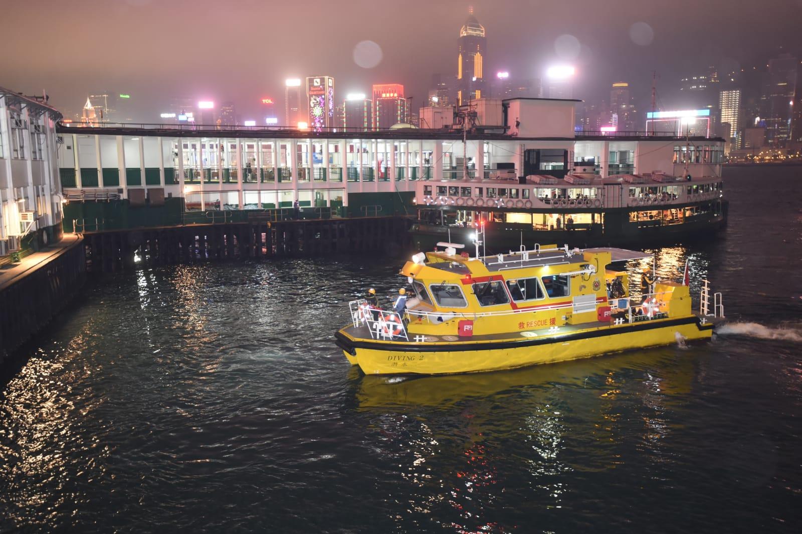 消防船到場協助搜索
