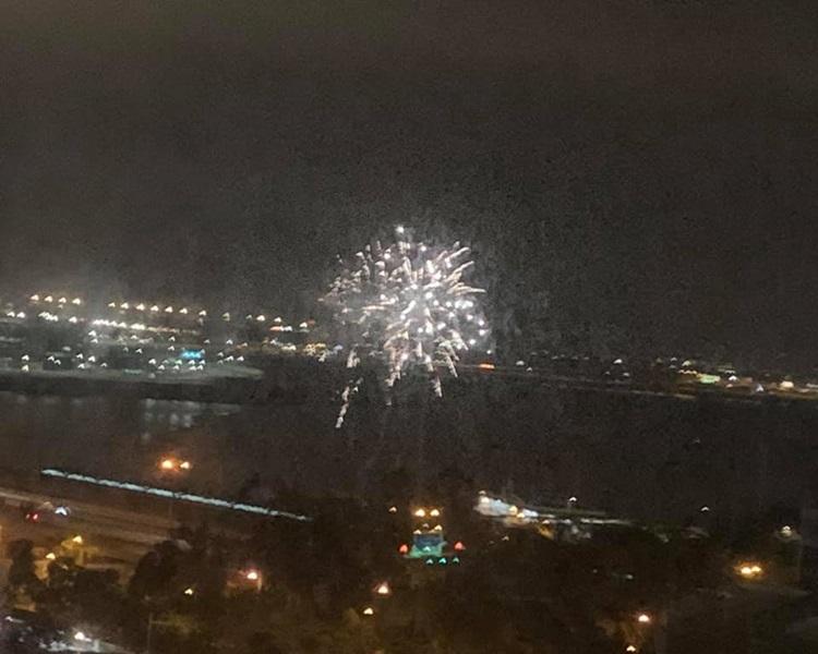 東涌碼頭昨晚有人放煙花。Queenie Chan/東涌friends club facebook