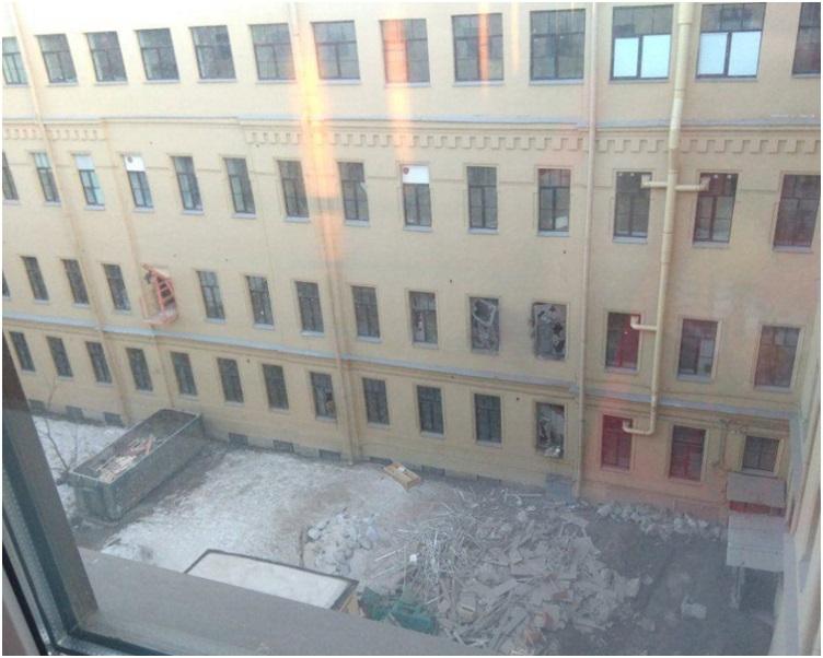有部分天台和数个楼层倒塌。网图