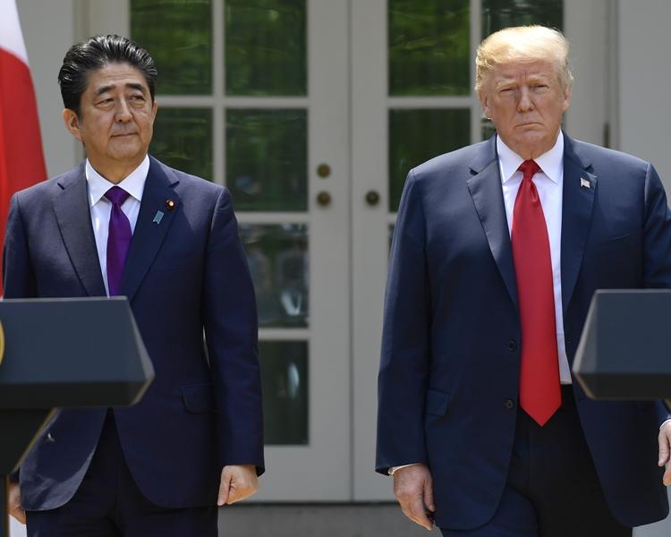 日本传媒报道安倍晋三是应美国的要求而提名特朗普。