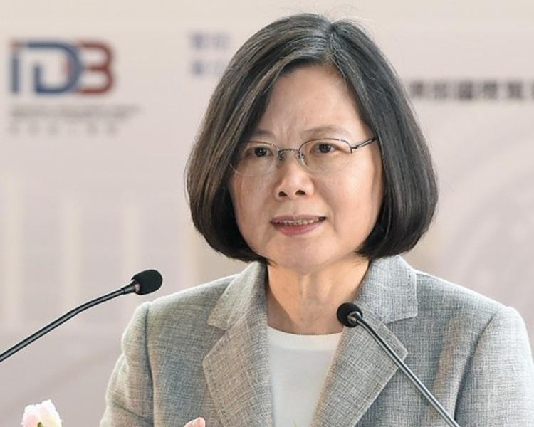 台灣有高中的寒假作業考試試題,竟出現疑似影射蔡英文總統發表愚蠢評論的題目。