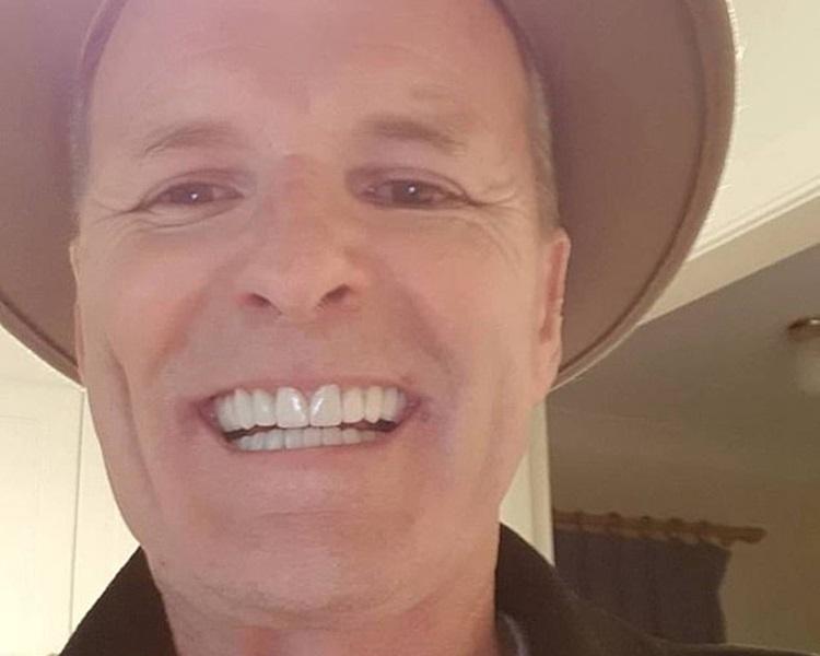 Neil McLean終擁有夢想的魅力牙齒。網圖