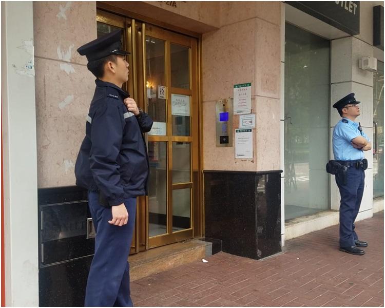 大批警員到場調查。歐陽偉光攝