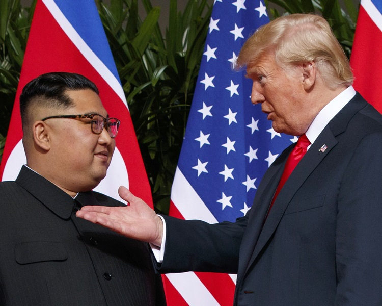 特朗普(右)期待与金正恩(左)会谈后取得成果。