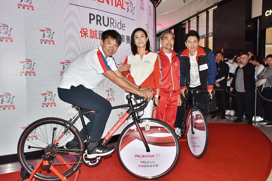 宣萱到銅鑼灣出席「虛擬場地單車館」啟動禮。
