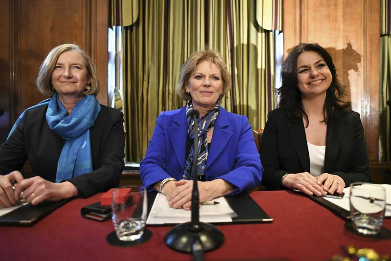 英国保守党三名议员不满文翠珊处理脱欧手法退党。