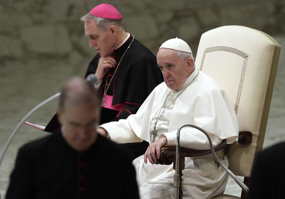 教宗提出21点建议,包括强制要神父和其他神职人员遵守的行为準则。