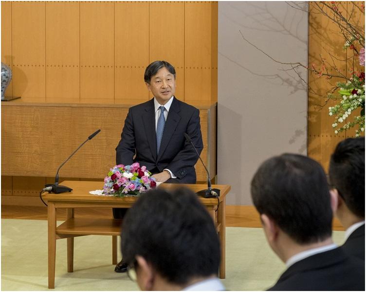 德仁在居住的东京御所举行记者会。