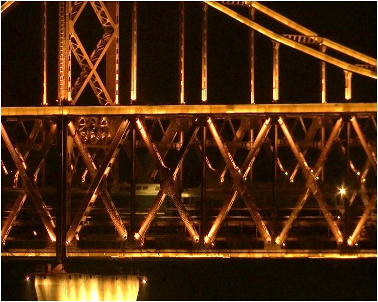 相信是金正恩的专列昨日晚上越过连接中朝的友谊桥。