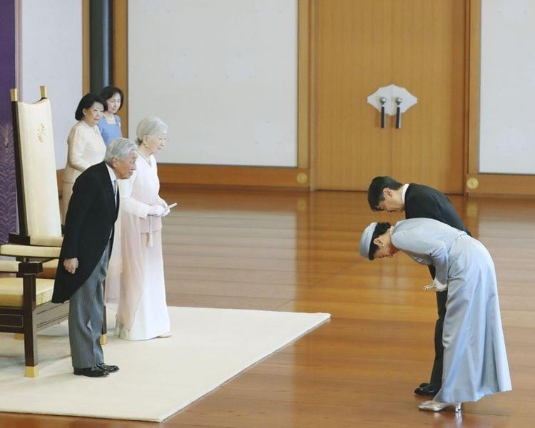 日皇明仁及皇后美智子(左及左二);皇太子德仁及太子妃雅子(右及右二)。