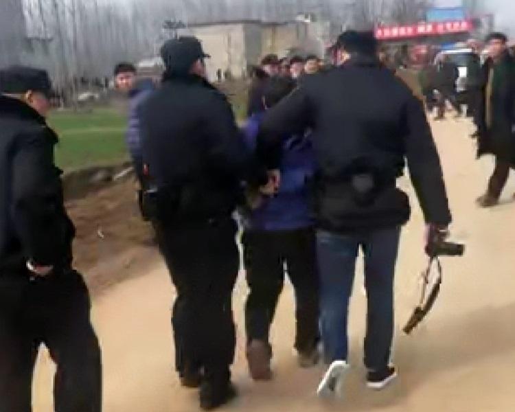 疑犯周男當場被捕。網圖