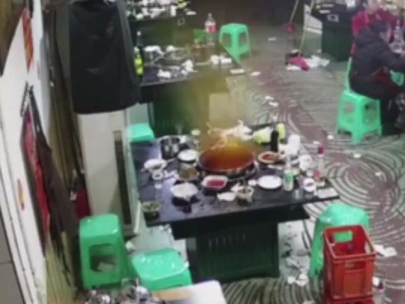 涉事男食客与同行友人离开约2分钟后,便发生爆炸。