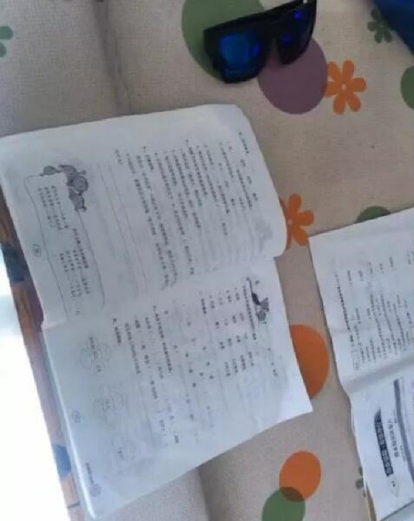 小學生在炕上做功課2小時字跡全蒸發。網上圖片