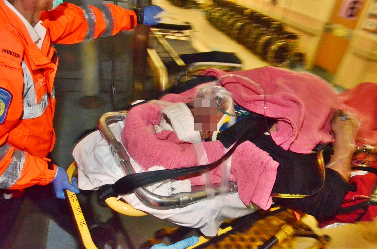 鄧男重傷半昏迷送院搶救。蔡楚輝攝