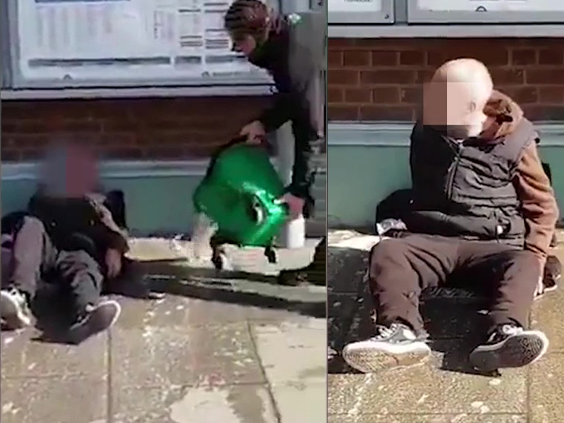 火车站职员竟然向躺在站外的流浪汉泼了一桶骯髒的拖地水,事件引起一众网民愤怒。(网图)
