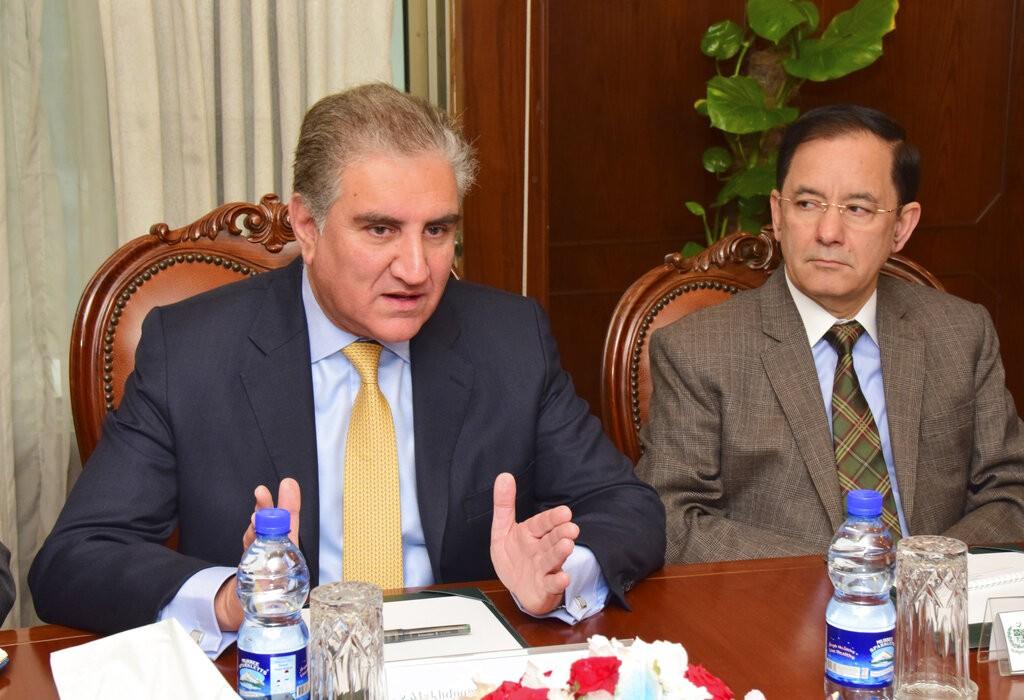 巴基斯坦外交部长Shah Mahmood Qureshi(左)。