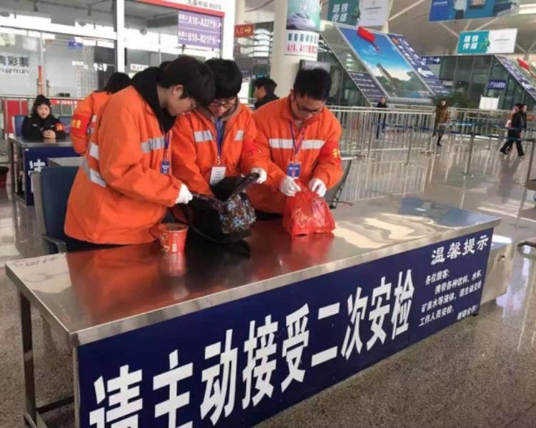 所有往北京列车都要进行二次安检。网图