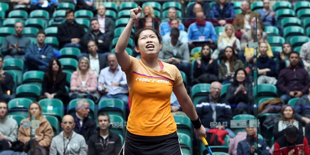 歐詠芝周一在美國壁球世界錦標賽創歷史,成功擊敗前世界一姐娜芳首闖女單八強。網上圖片