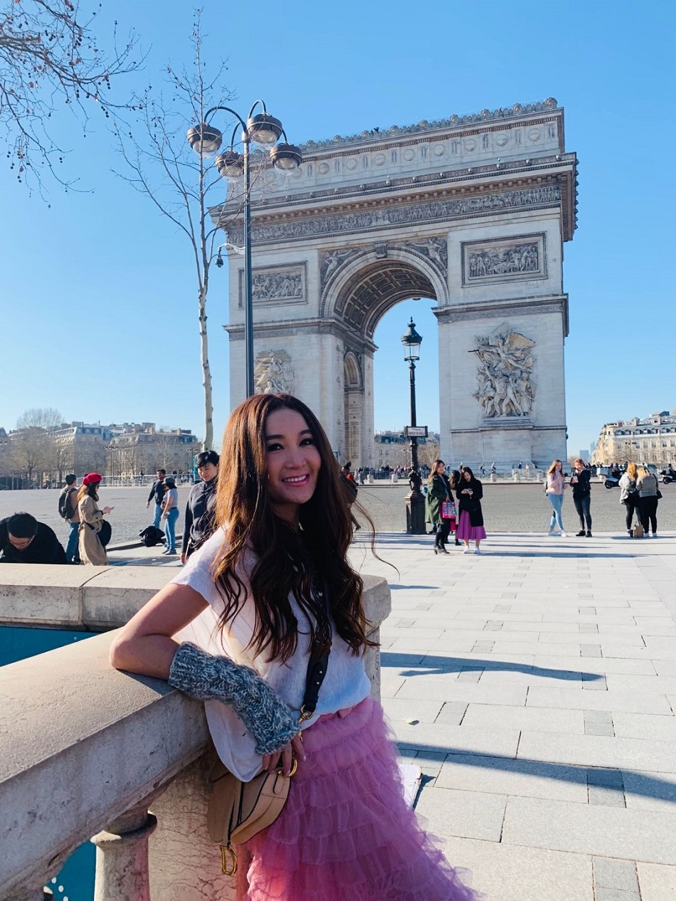 溫碧霞估不到在巴黎有咁多粉絲。大會提供