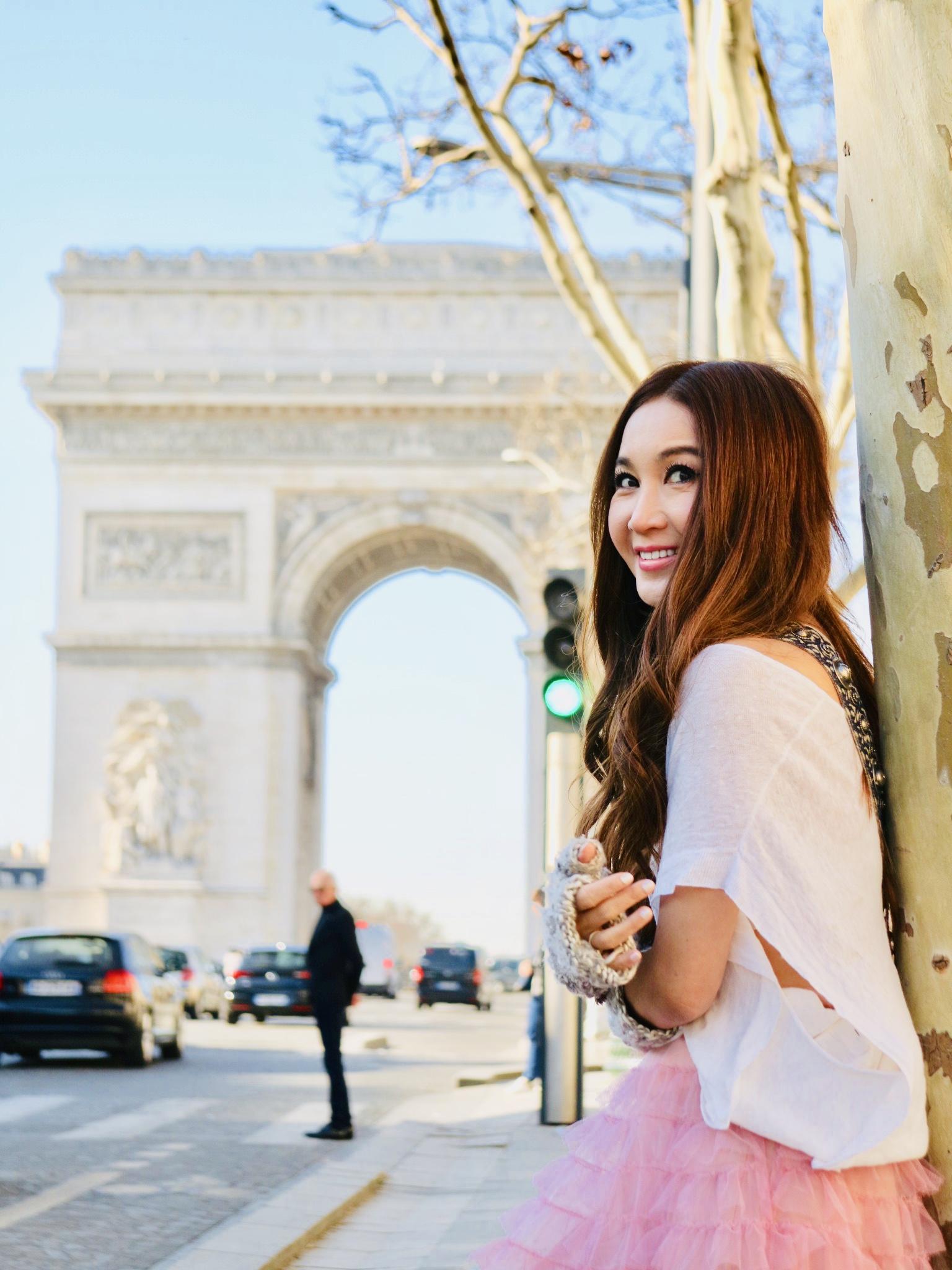 溫碧霞(Irene)到巴黎多個名勝拍照。大會提供