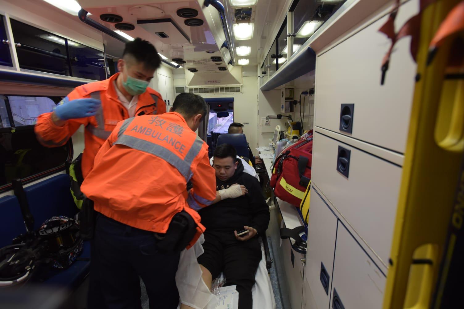鐵騎士受傷送院。