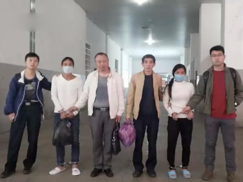 目前,周女因涉嫌抢劫罪、其现任男友因涉嫌窝藏罪,被江山市公安局依法移送起诉。
