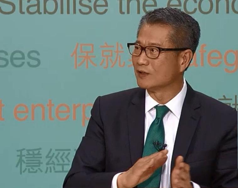 陈茂波出席电视论坛。港台电视截图