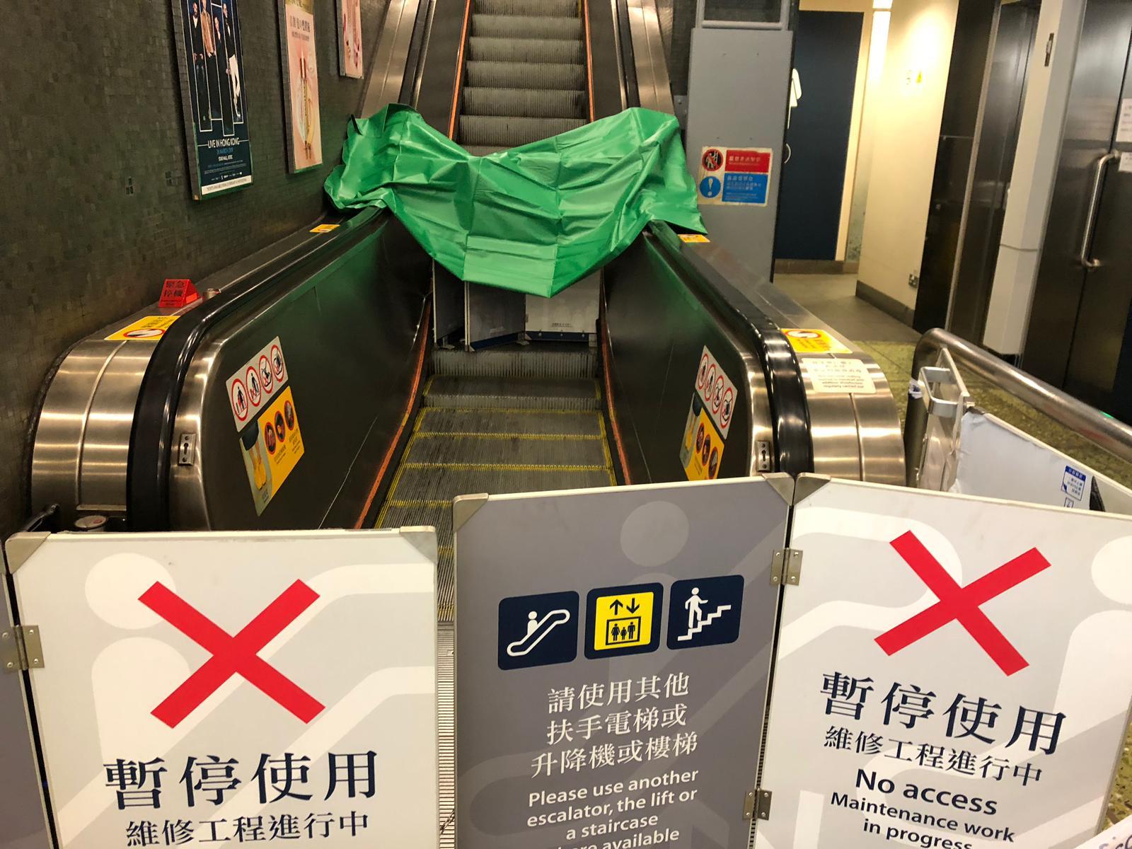 港鐵牛頭角站早上發生扶手電梯意外,造成9名乘客腳部受傷。