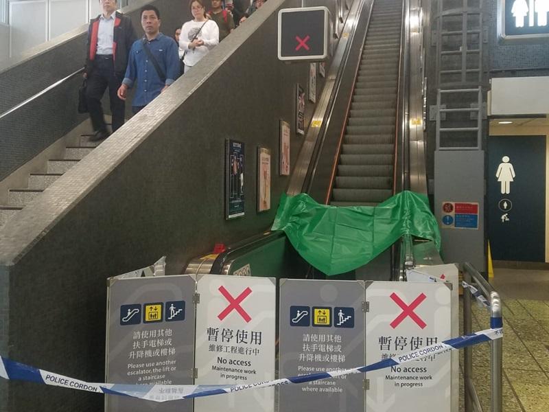 港鐵指昨晚承辦商曾為涉事的扶手電梯進行過正常的維修工作,但承認無檢查涉事部件。