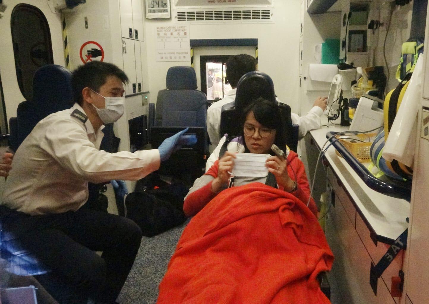 一名女乘客腿部受傷,清醒送院。