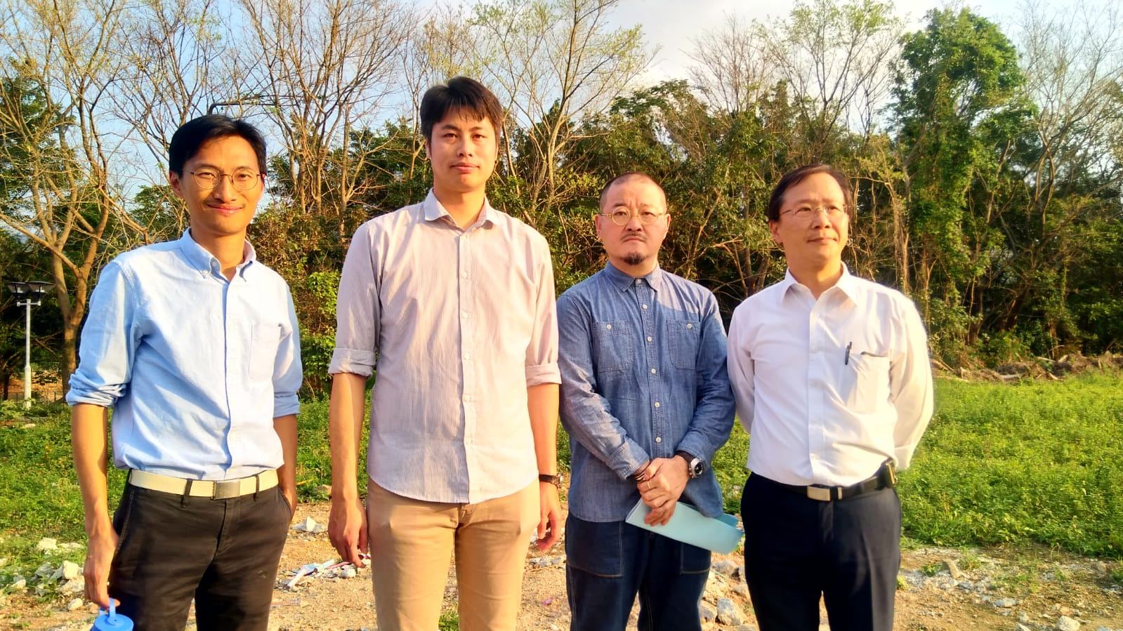 郭家麒、何俊賢、邵家臻、朱凱迪到古洞農業園範圍了解